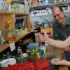 研究人员使用玻璃来限制耐药细菌的传播