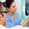 在绝经期间检查女性的骨骼可能有助于防止骨折