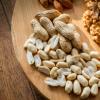 每日坚果摄入量的增加可能有助于减轻体重的逐渐增加 降低肥胖的风险