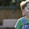 筛查婴儿的时间与儿童后期出现自闭症样症状的风险较高有关