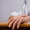 消除与酒精有关的记忆线索以防止酒精中毒复发的一种可能方法