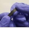 灵敏的应变传感器可以检测羽毛的重量