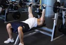 健身房有看起来十分复杂的器械