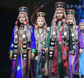 蒙古族服装服饰设计大赛在通辽碧桂园凤凰酒店举行