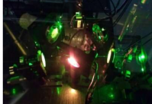 研究产生具有量子相关性的强光束