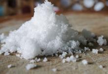 根据最新研究较高的盐摄入量与较高的血压有关