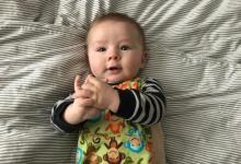 研究发现婴儿所接触语言的种类和数量与他们的大脑功能有关
