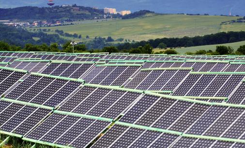 太阳能正在成为最便宜的新电力形式