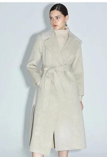 动情的秋冬季节里 需要温暖的外套来渲染