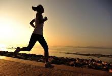 体育锻炼是减少更年期症状的关键