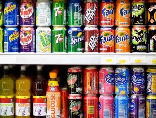 研究人员发现警告标签减少了大学环境中含糖饮料的消费