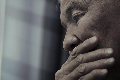 老人的孤独和社交孤立与较高的跌倒风险相关