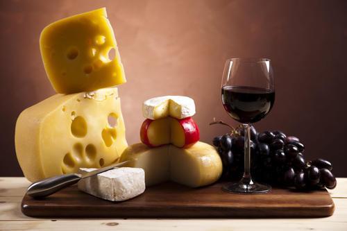 葡萄酒和奶酪可能有助于减少认知能力下降