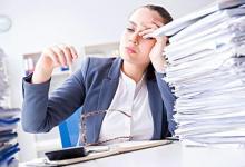 长时间工作的女性更容易沮丧吗