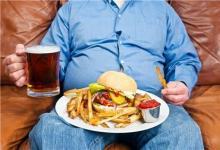 暴饮暴食可能会使年轻男子的血压升高