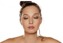 研究人员研究皮肤衰老的机制